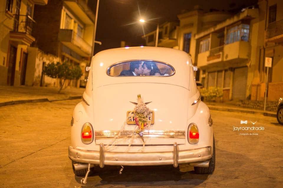 vista posterior auto clásico